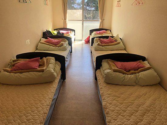 お部屋はこんな感じ。ベッドメイキングも自分たちでします
