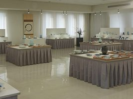 伝統と挑戦が入り混じる「砥部焼伝統工芸士会展2019」